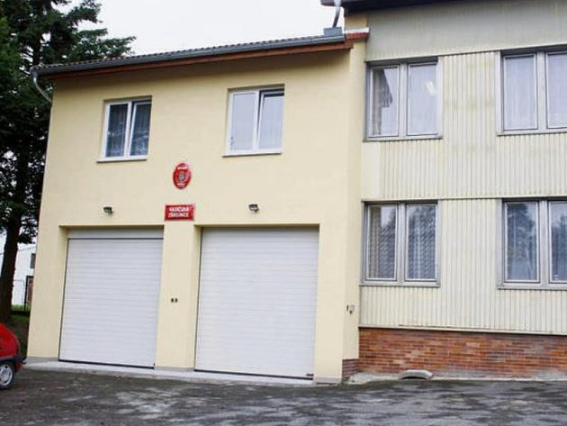 KLUBOVNA nejen pro dobrovolné hasiče vznikla přístavbou nad stávající hasičskou zbrojnicí v sousedství radnice ve Starém Sedlišti. Je to jedna z posledních investičních akcí tohoto volebního období. Klubovna byla otevřena v sobotu.