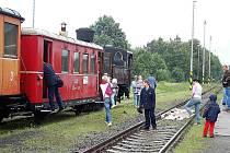 Nastupovat! Také v sobotu jezdil z Bezdružic do Kokašic a Cebivi historický vlak s parní lokomotivou.