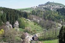 Krasíkov přes údolí Hadovky.