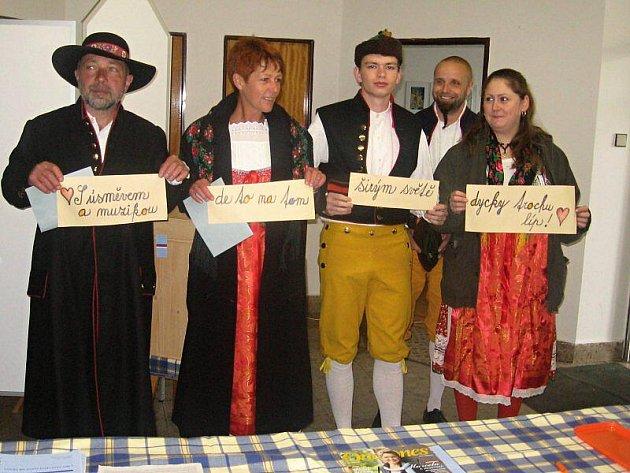 V Kladrubech přišla volit i dudácká kapela.