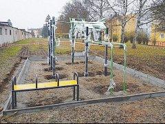 STŘÍBRO SE MŮŽE POCHLUBIT novým Street workoutovým hřištěm.