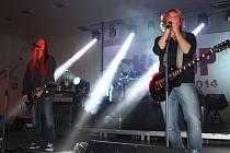 ZAHAJUJÍCÍ koncert turné skupiny Kečup navštívilo v tachovském sále kina Mže zhruba sto návštěvníků.