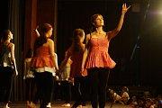 Žáci tanečního kroužku Základní umělecké školy v Tachově předvedli, co se naučili.