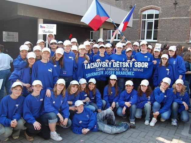 S diplomem za první místo v mezinárodní soutěži pěveckých sborů se z Belgie vrátil Tachovský dětský sbor.