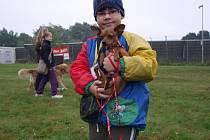SOUTĚŽE se zúčastnil také šestiletý Adam Takáč, kterému dělá parťáka jeho psí kamarád Monty.