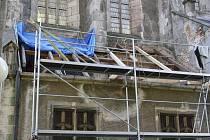 TACHOVSKÝ KOSTEL SE BRZY dočká další části nově opravené střechy.