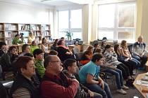 BESEDY S BÝVALÝMI obyvateli Přimdy se zúčastnili žáci druhého stupně tamní základní školy, představitelé města a další hosté.