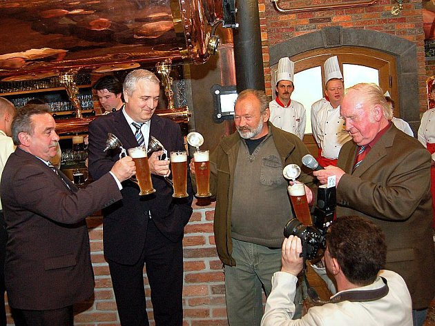 Pivovar Chodovar obstaral pro Tachovsko světový primát, otevřel první beerarium na světě. Kmotrem se stal Rudolf Hrušínský.