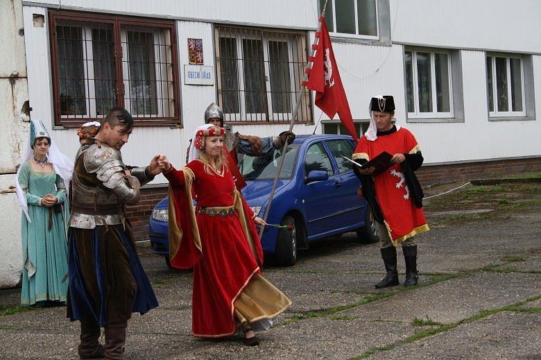 V Lestkově se v sobotu konala pouť, setkali se zde pováleční pamětníci a soavovalo se i výročí založení obce.