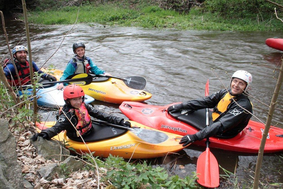 Velkým klíčem odemkli vodáci řeku Mži, sezona je zahájená.