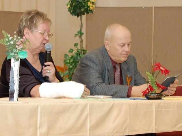 Emílie Volejníková a Kamil Báča (zleva) informovali členy o nejnovějším dění ve svazu.
