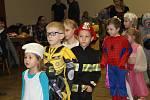 Dětský maškarní karneval se uskutečnil v sobotu v kulturním domě v Kladrubech. Jak Deníku sdělili pořadatelé, sešlo se zhruba sedm desítek dětí a k tomu jejich rodiče a další příbuzní. Připraveny byly různé hry a soutěže, tančilo se a děti si také mohly o