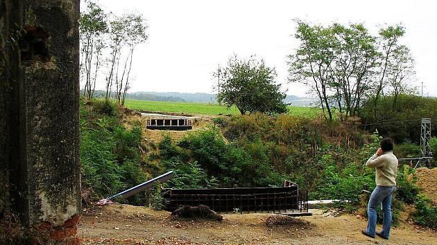 Ještě letos se turisté na dostanou na Svatou Annu po právě budovaném přechodu přes železniční koridor