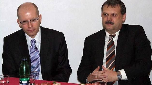 Předseda rozpočtového výboru Poslanecké sněmovny Bohuslav Sobotka přijel na Tachovsko v doprovodu svého kolegy poslance Václava Votavy.