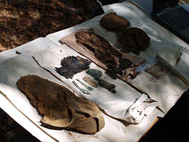 Ve Staré Knížecí Huti na Tachovsku otřevřeli vědci exhumovaný hrob