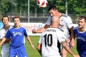 Fotbalisté Tachova (na archivním snímku v modrých dresech).