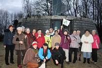 Přátelské setkání tachovských turistů se konalo silvestrovské odpoledne u Rozhledny.