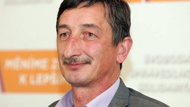 POSLEDNÍ FÁZI sčítání hlasů sledoval Miroslav Nenutil ve volebním štábu ČSSD v Lidovém domě v Praze.