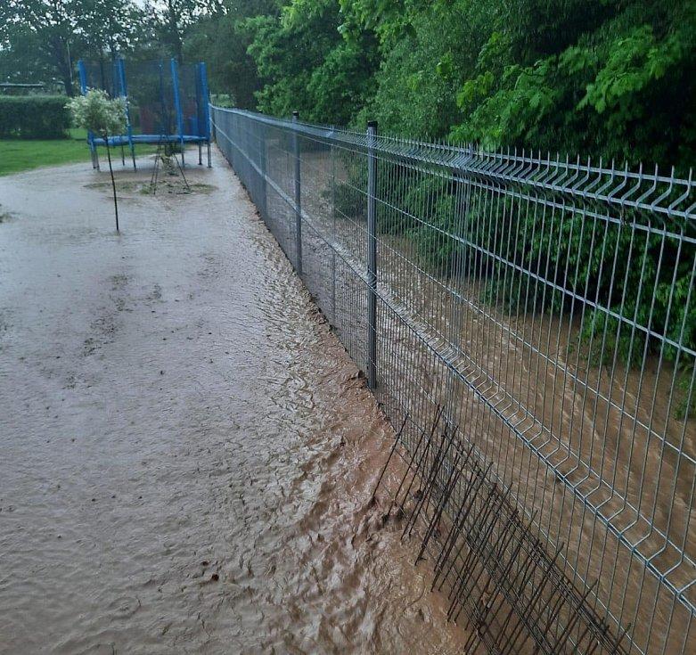 Přívalový déšť zasáhl Benešovice na Tachovsku.