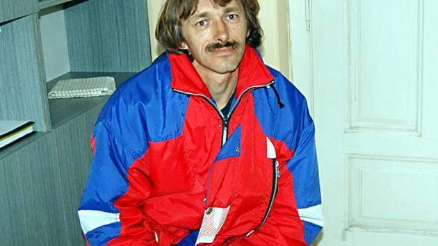 Čtyřiačtyřicetiletý Luděk Šedivý (na snímku) přestal městu platit za nájem. Chtěl, aby ho z bytu jako majitel vyhodilo.