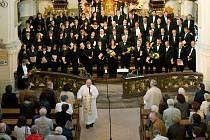 Kühnův smíšený sbor zahájil cyklus Hudební léto Borska.