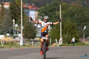 Premiérový start na Lopatárně proměnil Libor Morgenstein ve vítězství. V závěru závodu tak mohl slavit s rukama nahoře.