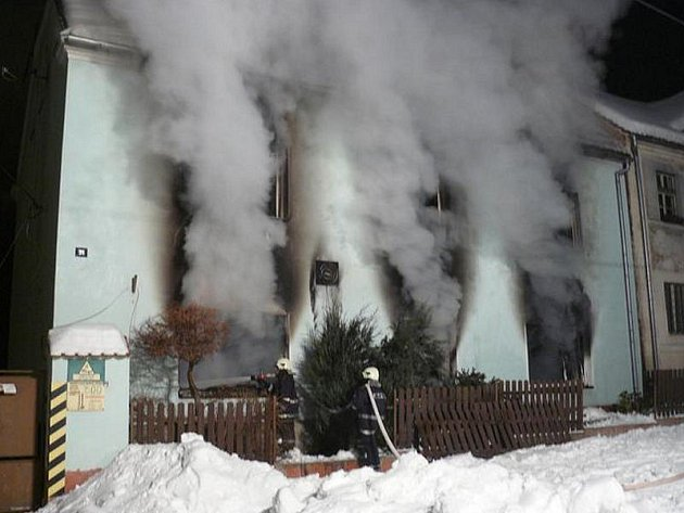 Vyhořelý rodinný dům ve Svojšíně.