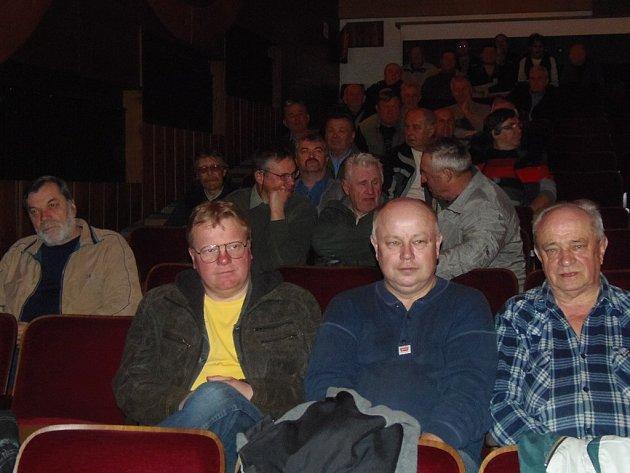 Rybáři se sešli na výroční schůzi v kině Slavia.