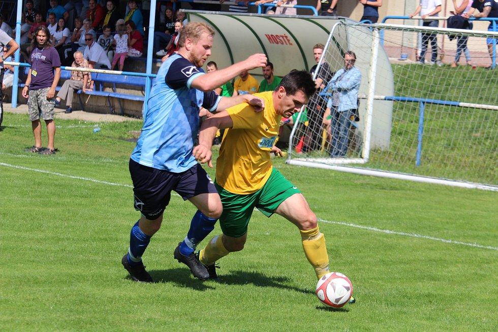 TJ Holýšov (v modrém) - Start Tlumačov (ve žlutém) 3:2.