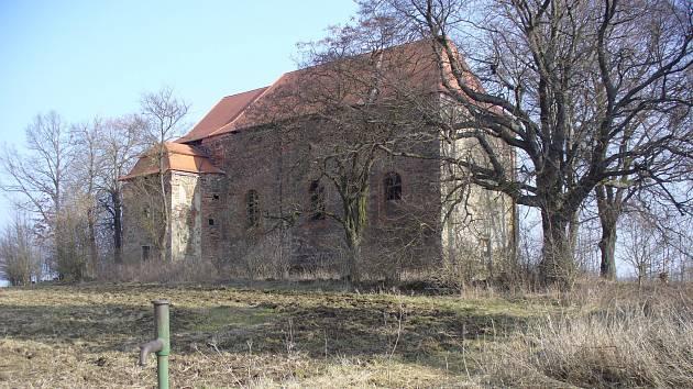 Březnový pohled na kostel.