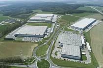Výrobní hala KION, výrobky a letecký pohled na průmyslovou zónu Ostrov.