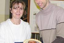 Ředitelka gymnázia Irena Jirotková a učitel Petr Křížek.