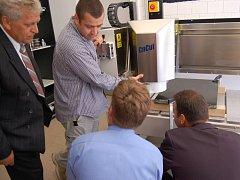 V novém prodejním centru v Boru se budou nabízet stroje na obrábění kamene.