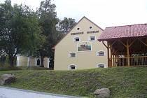 Průčelí Vesnického muzea v Halži