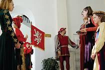 Starostové měst a obcí i další hosté byli přivítání v prostorách tachovského zámku.