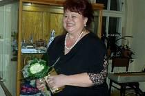 HANA ŠTOLLOVA při vernisáži jedné z výstav, kde prezentovala soji rozsáhlou sbírku.