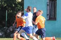 V pátém kole okresního přeboru prohráli fotbalisté Sokola Stráž (v oranžovém) na domácím hřišti s Hraničářem Částkov 0:6. Pohledný zápas, který ale přinesl gólovou a bodovou radost jen hostujícímu mužstvu, se zařadil mezi nejvyšší domácí debakly podzimu v