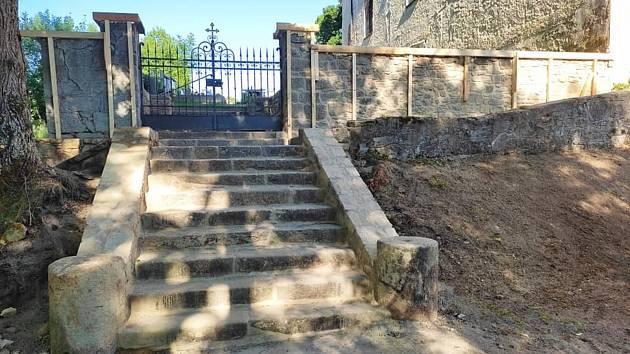 Cesta ke hřbitovu. Ilustrační foto