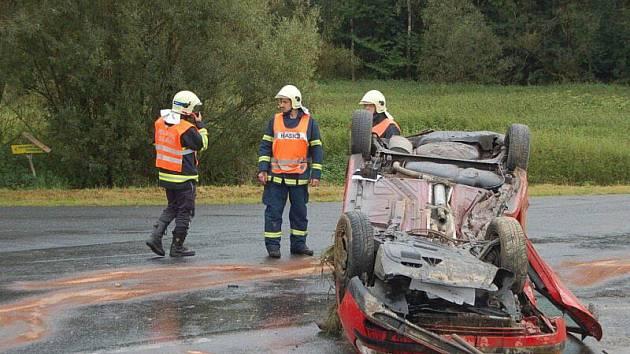 Mladý řidič vozidla Seat utrpěl lehké zranění, se kterým byl převezen do stodské nemocnice.