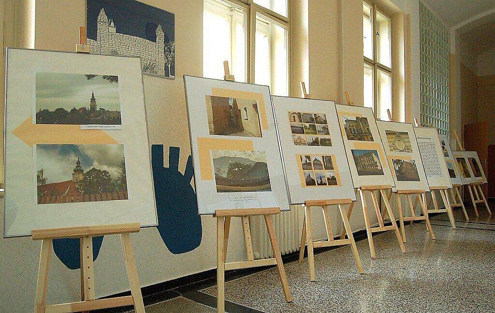 Němečtí studenti přivezli výstavu fotografií do Plané