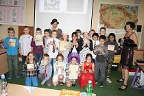 Žáci čtvrté třídy Základní školy v Boru se na jeden den přenesli do první republiky.