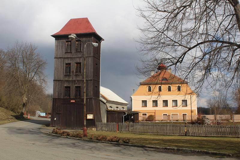 Věž hasičské zbrojnice v Bezdružicích.