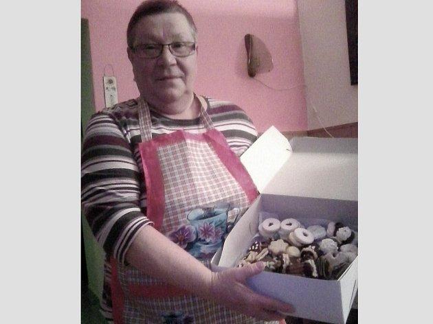 Jitka Dlouhá ze Stříbra rozhodně není žádný troškař a když peče vánoční cukroví, tak to prostě stojí za to.