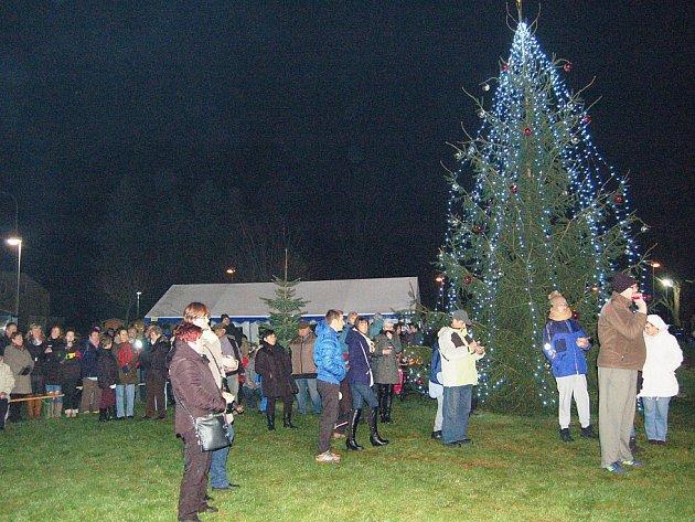 Vánoční stromeček rozsvítili také v Rozvadově