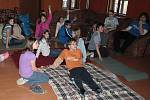 Na Oblastním studijním středisku v Bečově nad Teplou se připravují mladí zdravotníci na soutěže a zdokonalují se ve schopnostech pomoci druhým lidem v nouzi.