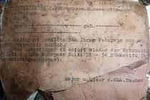 Nález v jehličí: kožená brašna plná válečných dokumentů z Tachova