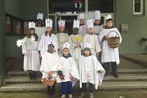 Čtyři skupinky dvanácti koledníků prošly v neděli na Tři krále celou obec Studánka.