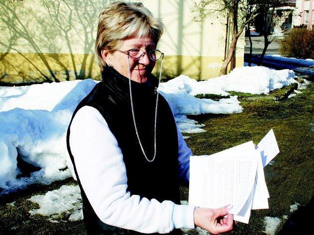ANNA BLÁHOVÁ pozoruje a pečlivě zapisuje veškeré dění v hnízdě již několik let. Tyto dokumenty průběžně zasílá promé ornitologům.