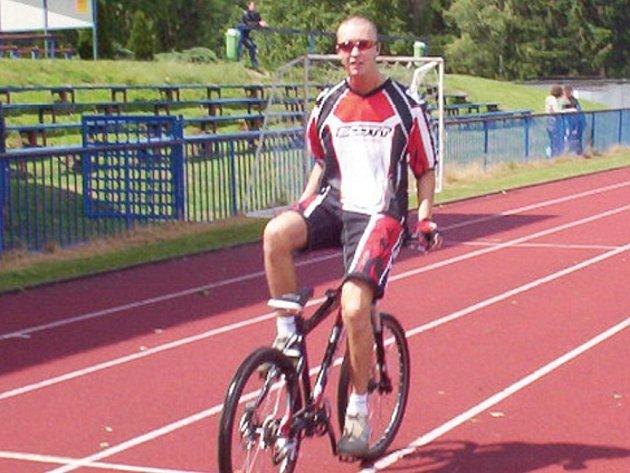 Šandiš se stal rekordmanem České republiky v jízdě v obráceném posedu. Na kole ujel 36 kilometrů.