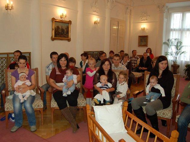 Malá slavnost se konala ve čtvrtek 18. října na tachovském zámku, kdy byla dodržena tradice a opět byli přivítáni naši nejmenší do života.